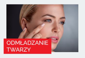 Kobieta sprawdza skórę na twarzy 2 - Studio Elix